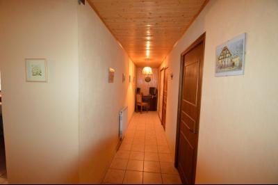 Thoiria, Proche Clairvaux les lacs, très agréable maison de village 3 chambres et 1700 m² terrain., couloir