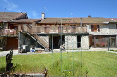 Thoiria, Proche Clairvaux les lacs, très agréable maison de village 3 chambres et 1700 m² terrain., vue de l