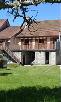 Thoiria, Proche Clairvaux les lacs, très agréable maison de village 3 chambres et 1700 m² terrain., coté jardin