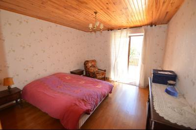 Thoiria, Proche Clairvaux les lacs, très agréable maison de village 3 chambres et 1700 m² terrain., chambre 16.5 ouverte sur terrasse
