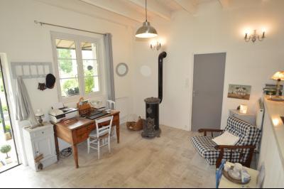 Proche Orgelet, Propriété de charme 200 m² habitables, 4 chambres et 3 salle de bain, sur 2765 m²., Cuisine spacieuse
