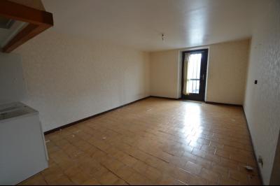 Les Piards 39150, Immeuble de 6 appartements à moins de 30 minutes de Moirans, Morez et St Claude., F1. 42 m² A rénover. Cuisine/séjour