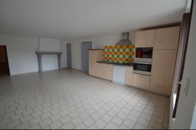 Les Piards 39150, Immeuble de 6 appartements à moins de 30 minutes de Moirans, Morez et St Claude., F2. Cuisine et séjour 32 m²