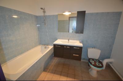 Les Piards 39150, Immeuble de 6 appartements à moins de 30 minutes de Moirans, Morez et St Claude., F3. Salle de bain/wc