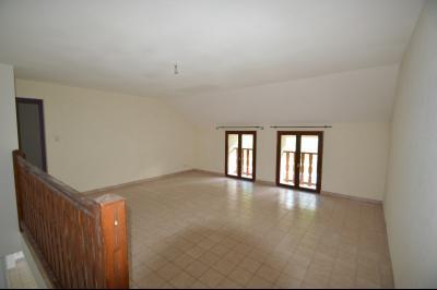 Les Piards 39150, Immeuble de 6 appartements à moins de 30 minutes de Moirans, Morez et St Claude., F3. Salon ou chambre loft 23 m²