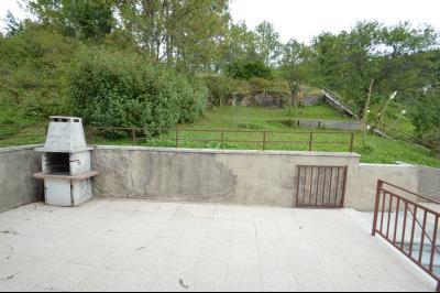 ETIVAL, entre Clairvaux les lacs et Haut Jura, maison actuellement 2 gîtes sur un ancien atelier., Terrasse et jardin