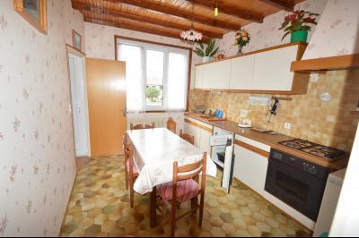 ETIVAL, entre Clairvaux les lacs et Haut Jura, maison actuellement 2 gîtes sur un ancien atelier., Cuisine grande Gîte