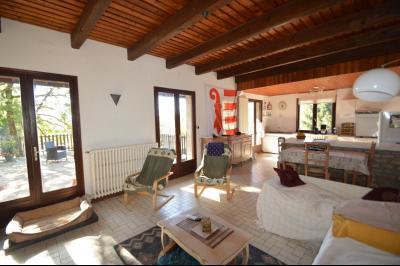 ETIVAL, entre Clairvaux les lacs et Haut Jura, maison au calme de 6 pièces sur 1 ha, idéal cavaliers, salon ouvrant sur la terrasse