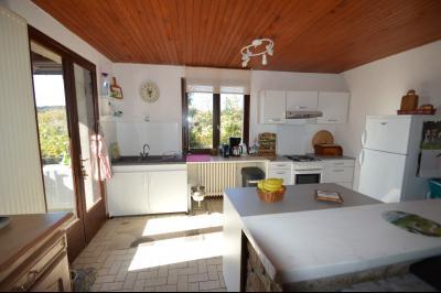 ETIVAL, entre Clairvaux les lacs et Haut Jura, maison au calme de 6 pièces sur 1 ha, idéal cavaliers, Salon cuisine très lumineux