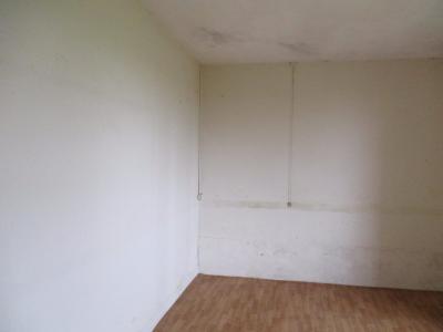 MAISON  65 M²,DEPENDANCES 40 m², SUR UN TERRAIN DE 1000 M² ENVIRON, CHAMBRE