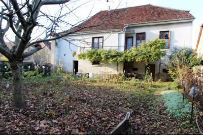 Secteur Sellières (39 JURA), à vendre maison sur grand sous-sol, 2 chambres, 600 m² de terrain., Maison à vendre