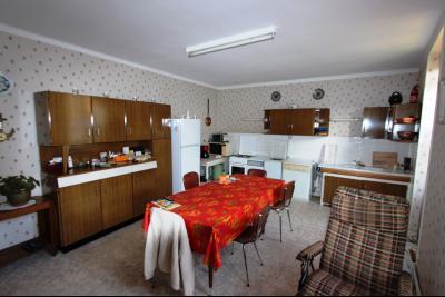 Secteur Sellières (39 JURA), à vendre maison sur grand sous-sol, 2 chambres, 600 m² de terrain., CUISINE 23 m²