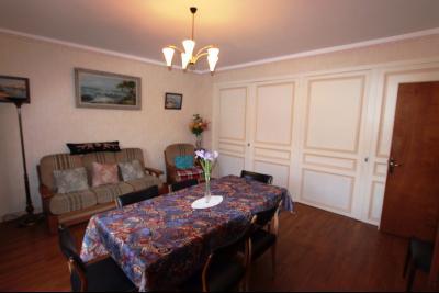 Secteur Sellières (39 JURA), à vendre maison sur grand sous-sol, 2 chambres, 600 m² de terrain., SEJOUR 27 m²
