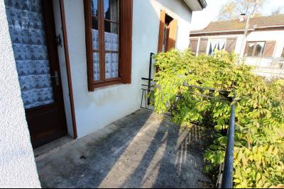 Secteur Sellières (39 JURA), à vendre maison sur grand sous-sol, 2 chambres, 600 m² de terrain., BALCON CUISINE