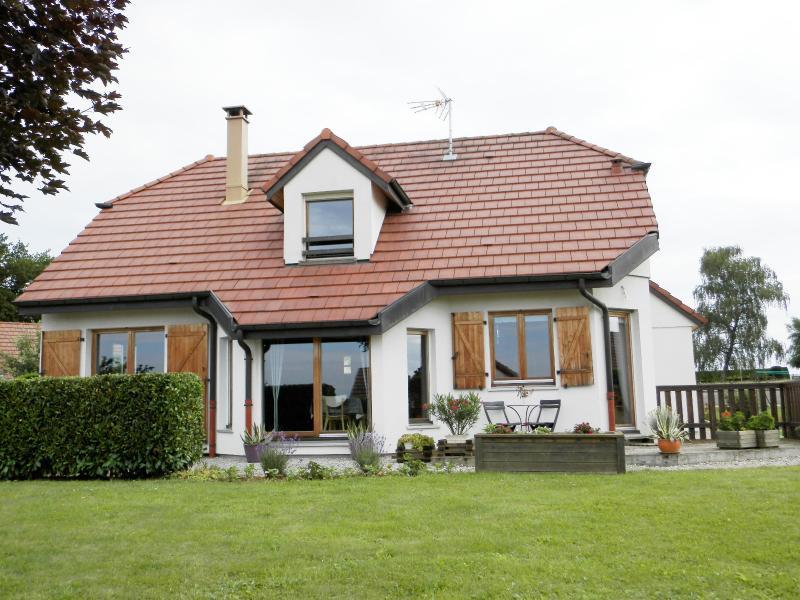Vente secteur BLETTERANS (39), maison familiale 121 m� (2006), sous-sol enterr�, terrain 1508 m�