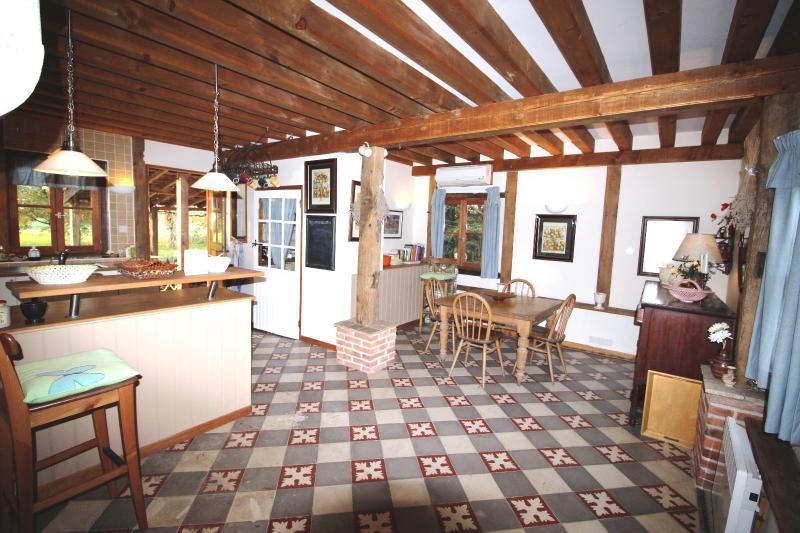 ST GERMAIN DU BOIS, � vendre ferme bressane r�nov�e de 7 pi�ces sur terrain de 8000 m�.