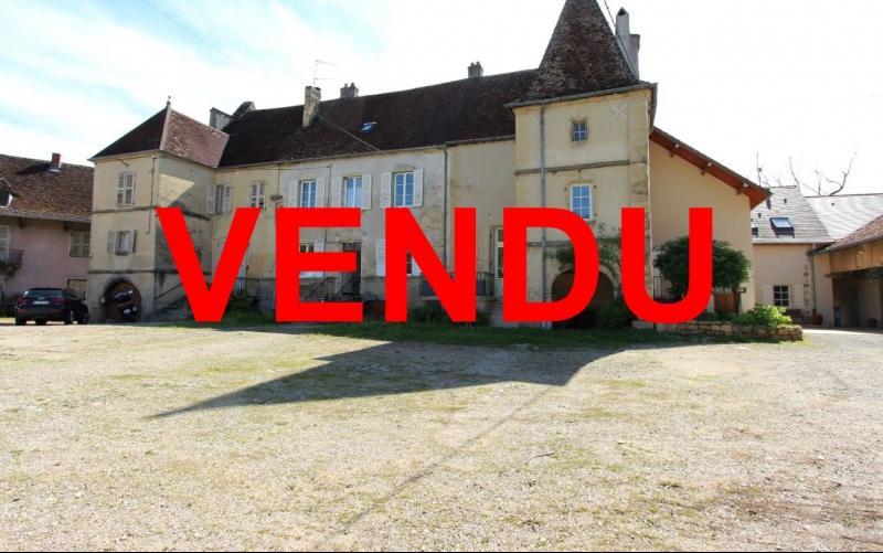 Poligny (39 JURA), � vendre belle demeure du 15� si�cle � rafraichir et personnaliser.