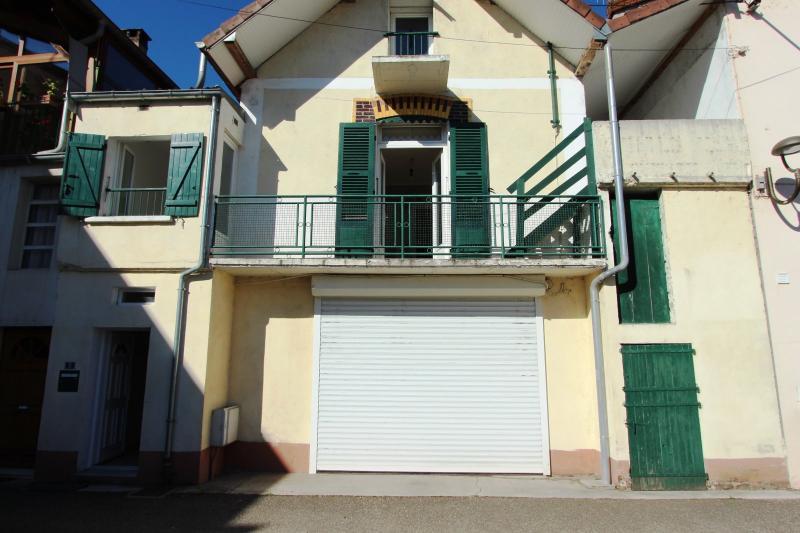 Bletterans centre, � vendre maison de ville avec garage, 1 chambre.