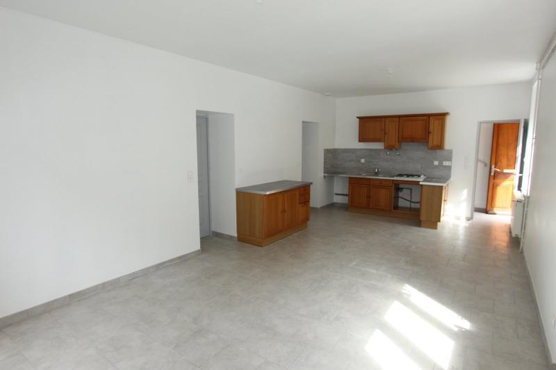Bletterans centre-ville, � louer appartement, 3 chambres, au calme.