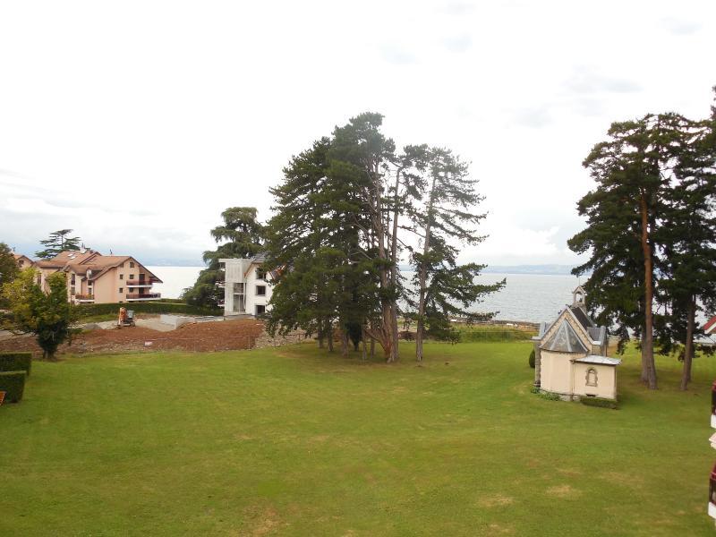 Entre THONON et EVIAN, � vendre appartement duplex T5 situ� les pieds dans l'eau, surface 155 m�