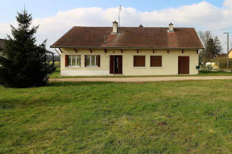 Secteur proche Louhans vends maison d'envrion 100m� avec 1700m� de terrain