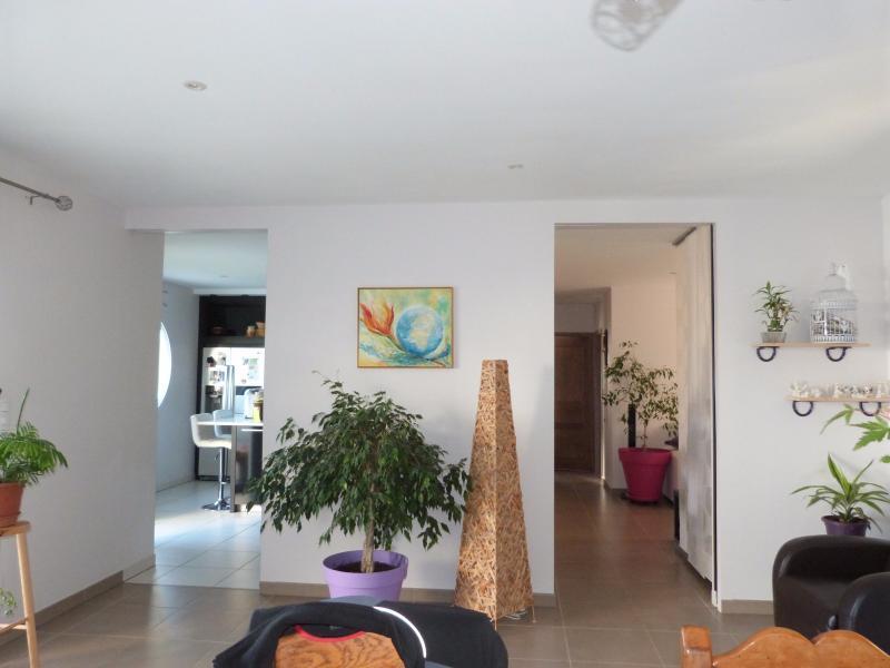 Axe LONS-le-SAUNIER/BLETTERANS 39 JURA  Villa 2008 PLAIN-PIED 155m�env., 2 garages sur 2350m�env.