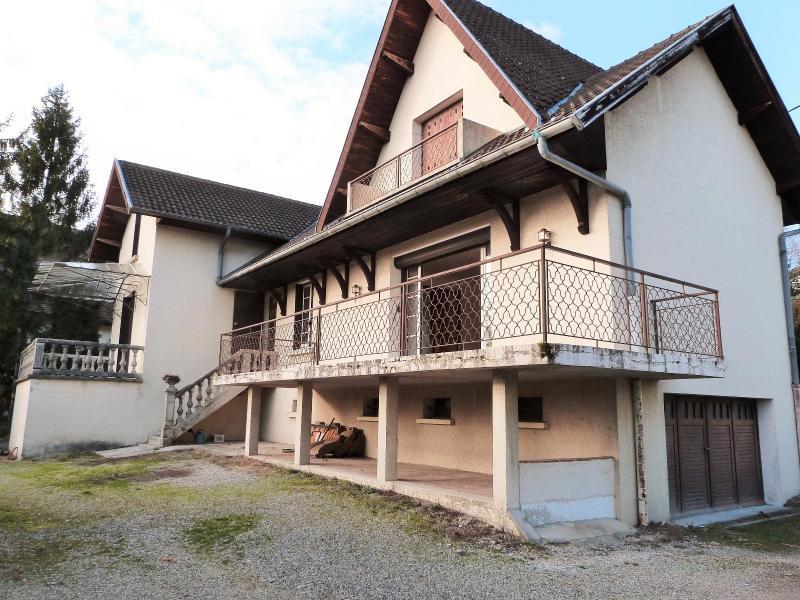LONS-LE-SAUNIER 39 JURA Proche Centre Villa ind�pendante 150m�env. vue dominante terrain 1735m�env.
