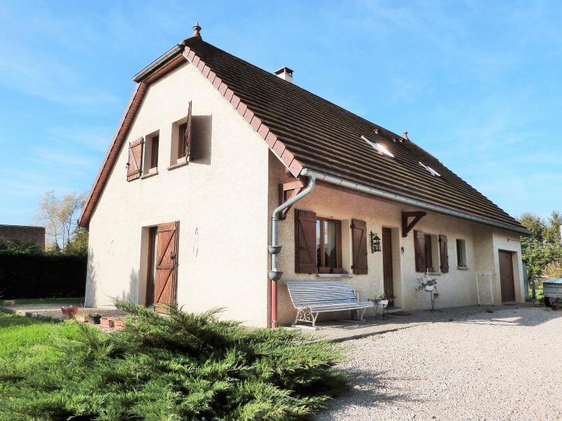 Proche BLETTERANS Jura Vends MAISON (2004) 137m�env. -4 chambres (1 plain-pied)- sur 1250m�env.