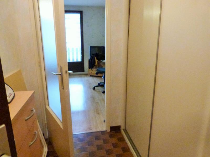 Entrée 2.85 m² avec placard mural