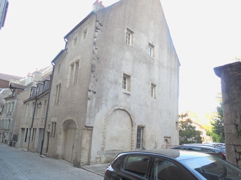 dole 39100 jura maison de ville dans quartier historique 2 chambres avec garage 3d immobilier. Black Bedroom Furniture Sets. Home Design Ideas