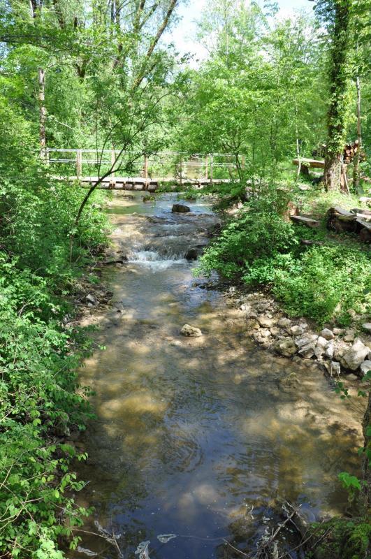 Le ruisseau et pont privé