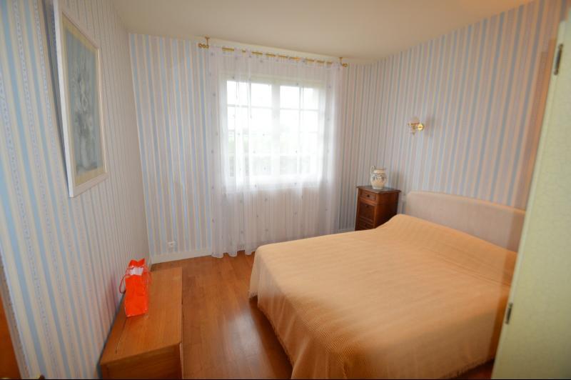 chambre 17 m² avec lavabo et placard