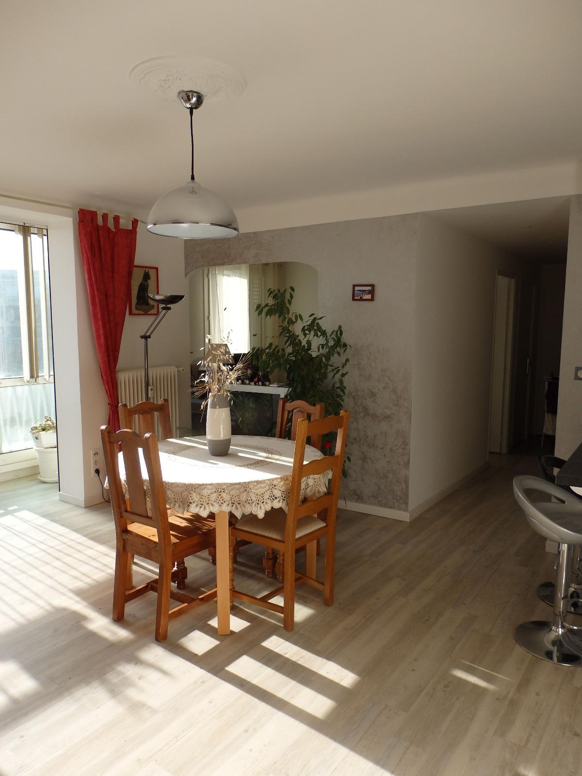 manosque t3 t4 traversant de 78 m avec cave et garage agence les clefs du verdon 83. Black Bedroom Furniture Sets. Home Design Ideas