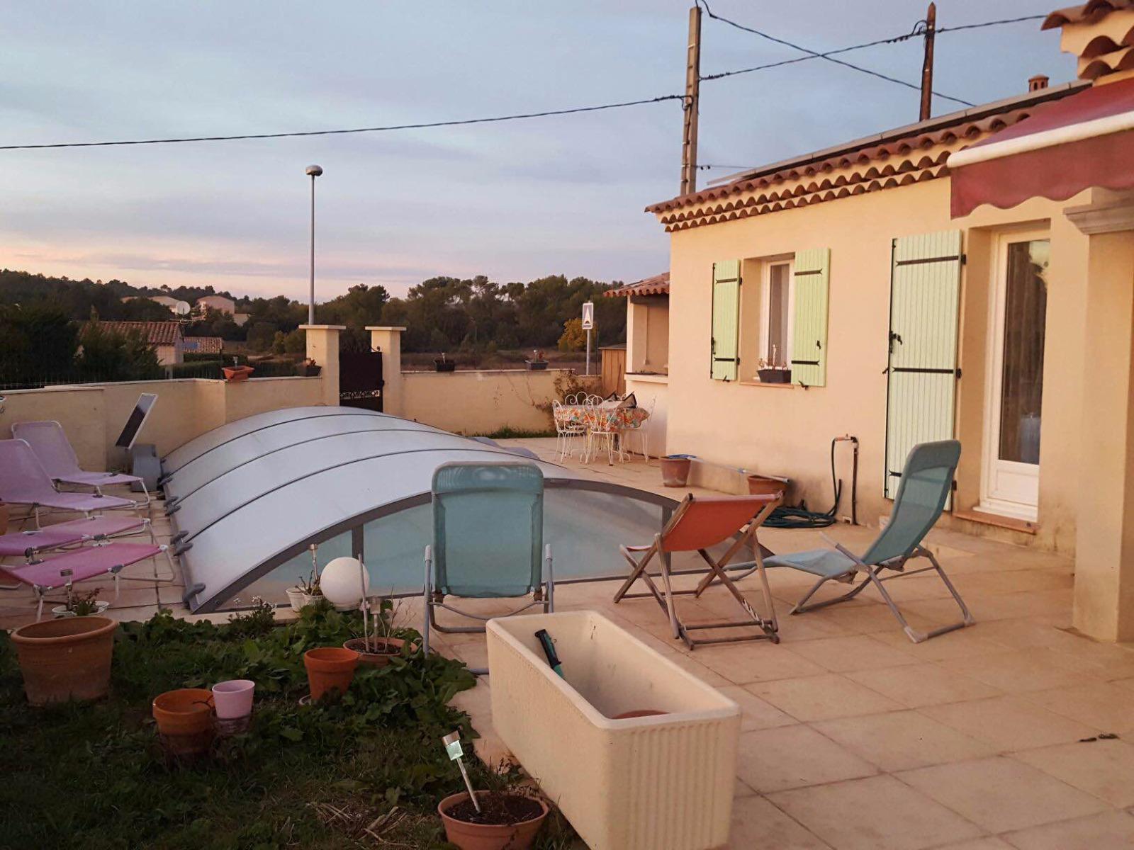 St julien villa avec piscine agence les clefs du verdon for Piscine julien