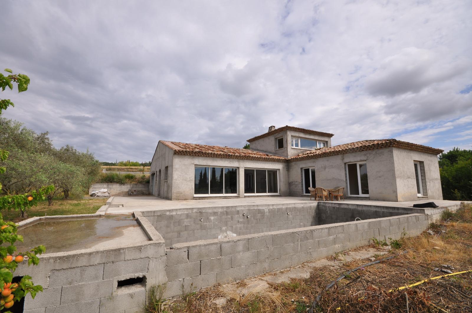 manosque villa en construction t4 de 190 m avec garage et piscine sur 1500m de terrain agence. Black Bedroom Furniture Sets. Home Design Ideas