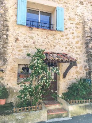 EXCLUSIVITE - CABRIERES D'AIGUES Maison de village de 130 m2