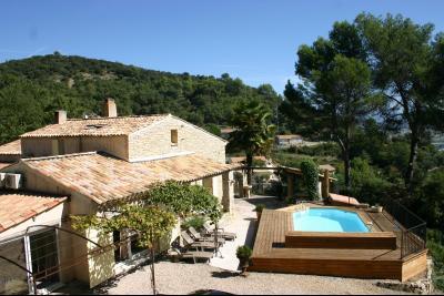 Villa en pierres sur 2491 m² - VILLENEUVE