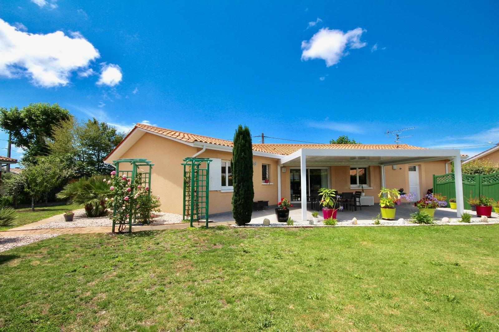 vente villa gujan mestras 33470 103m avec 4 pi ce s dont 3 chambre s sur 886m de terrain. Black Bedroom Furniture Sets. Home Design Ideas