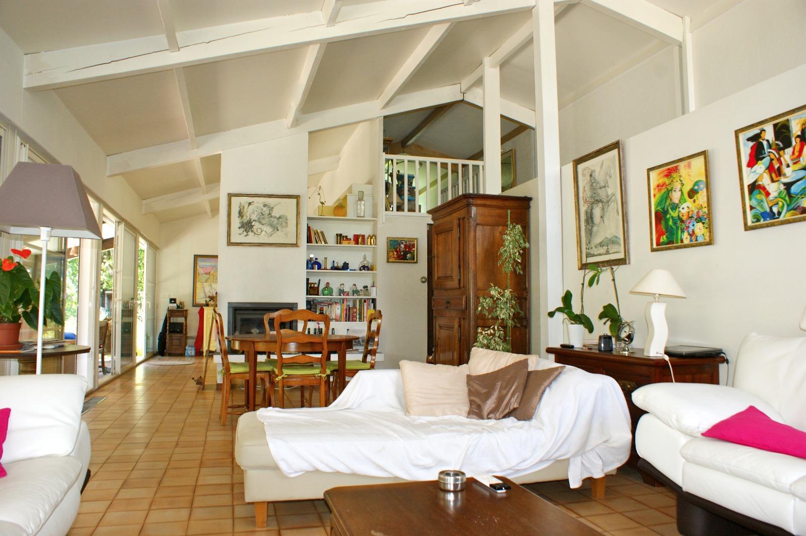 vente villa gujan mestras 33470 140m avec 5 pi ce s dont 3 chambre s sur 318m de terrain. Black Bedroom Furniture Sets. Home Design Ideas