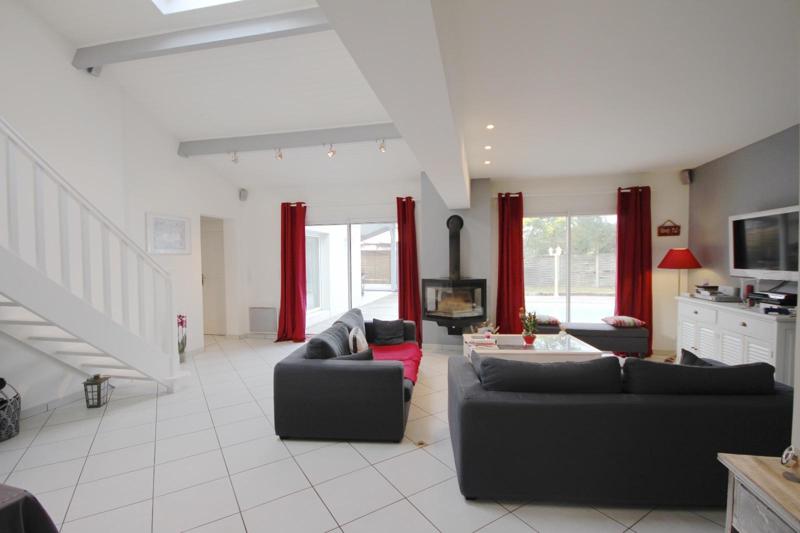 vente villa gujan mestras 33470 136m avec 6 pi ce s dont 4 chambre s sur 790m de terrain. Black Bedroom Furniture Sets. Home Design Ideas