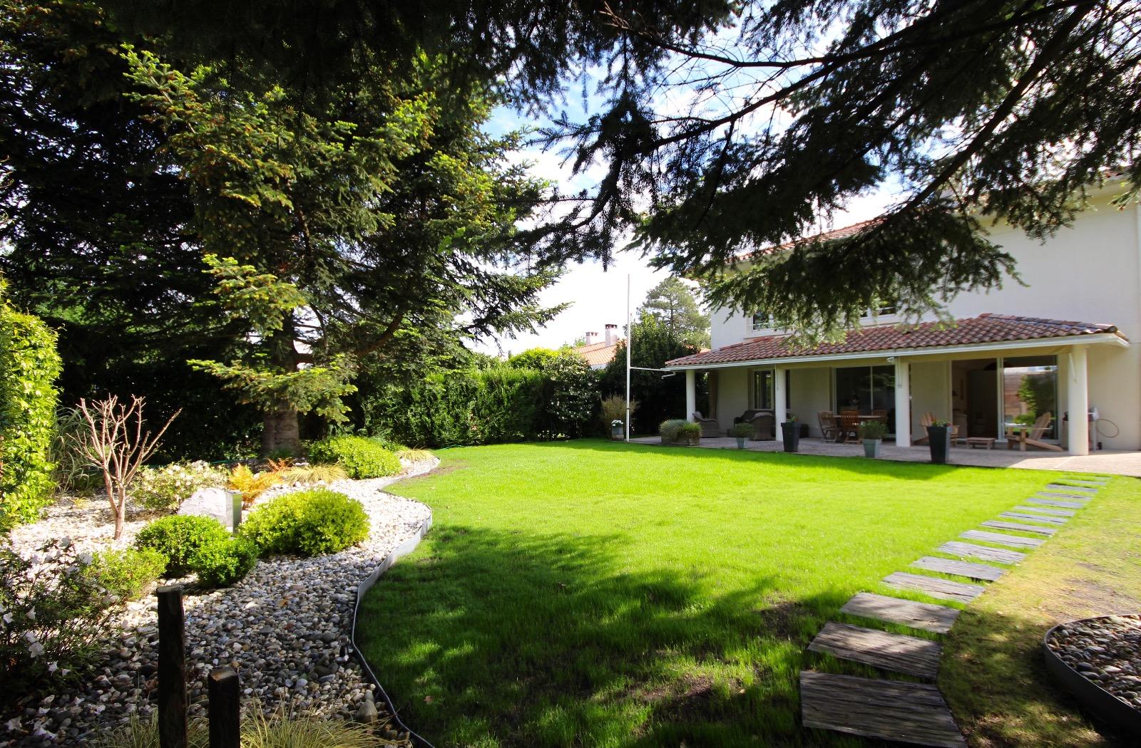 vente villa gujan mestras 33470 181m avec 7 pi ce s dont 4 chambre s sur 992m de terrain. Black Bedroom Furniture Sets. Home Design Ideas