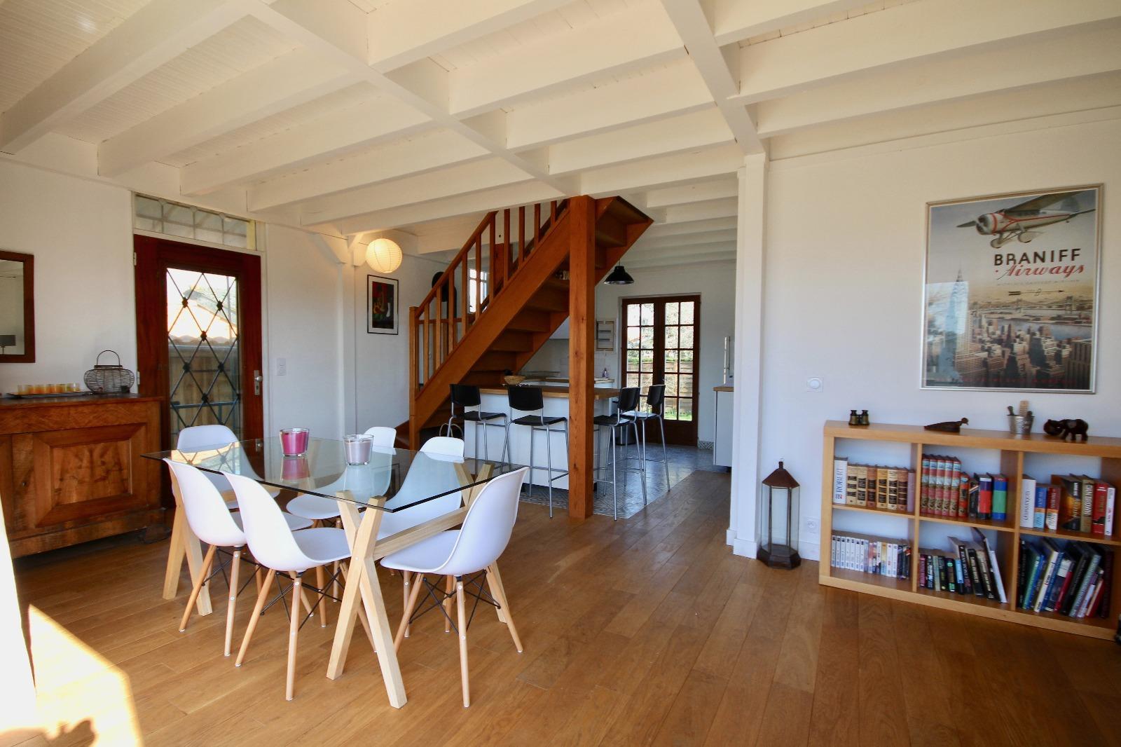 vente maison gujan mestras 33470 96m avec 5 pi ce s dont 4 chambre s sur 485m de terrain. Black Bedroom Furniture Sets. Home Design Ideas