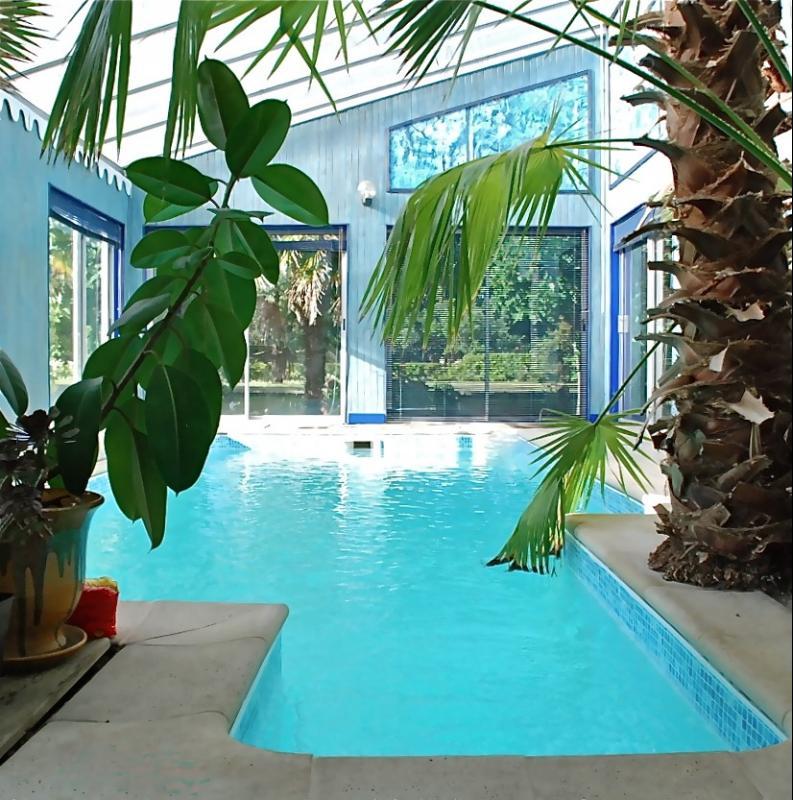 vente villa gujan mestras 33470 220m avec 7 pi ce s dont 4 chambre s sur 2040m de terrain. Black Bedroom Furniture Sets. Home Design Ideas