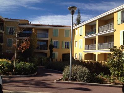 T2 récent avec jardin privatif de 45m² très bien situé et exposé avec garage et parking privatif