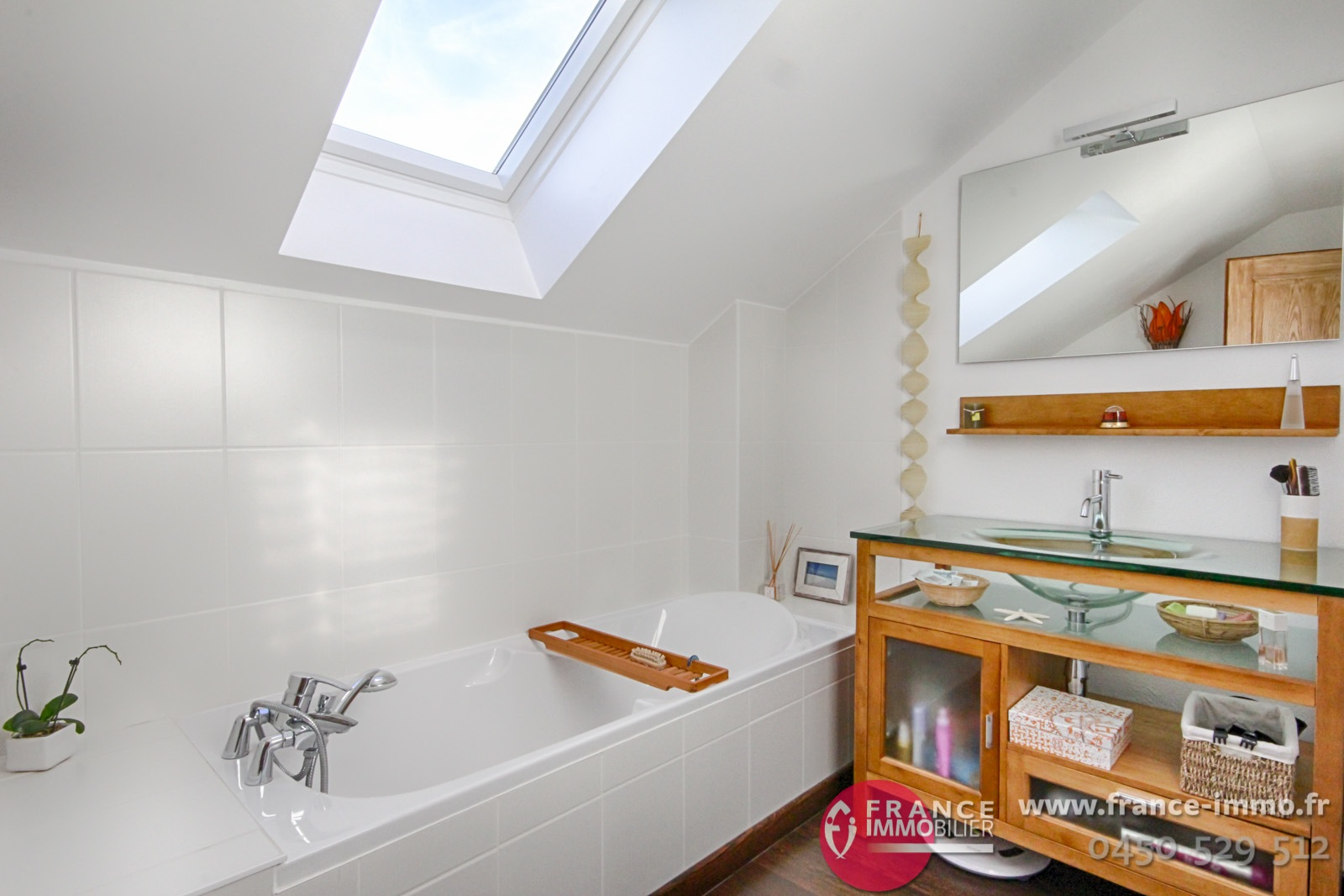 exclusivite superbe villa contemporaine rcente sur axe genve agence immobili re france. Black Bedroom Furniture Sets. Home Design Ideas