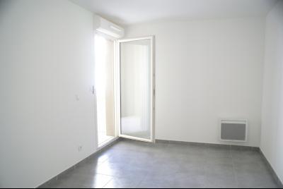Vue: Chambre, A LOUER MONTPELLIER Coeur Clemenceau 3 pièces neuf avec loggias et parking