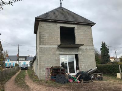 Maison a rénover au bord d