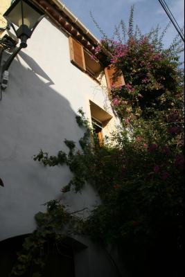 Vue: Vue de la maison, MAISON DE VILLAGE ENTIEREMENT RENOVEE PROCHE CANNES ET GOLFE JUAN