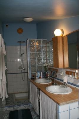 Vue: Salle de bains et douche, MAISON DE VILLAGE ENTIEREMENT RENOVEE PROCHE CANNES ET GOLFE JUAN