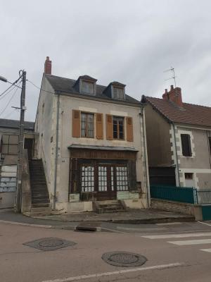 maison de ville a rénover au complet située sur Imphy